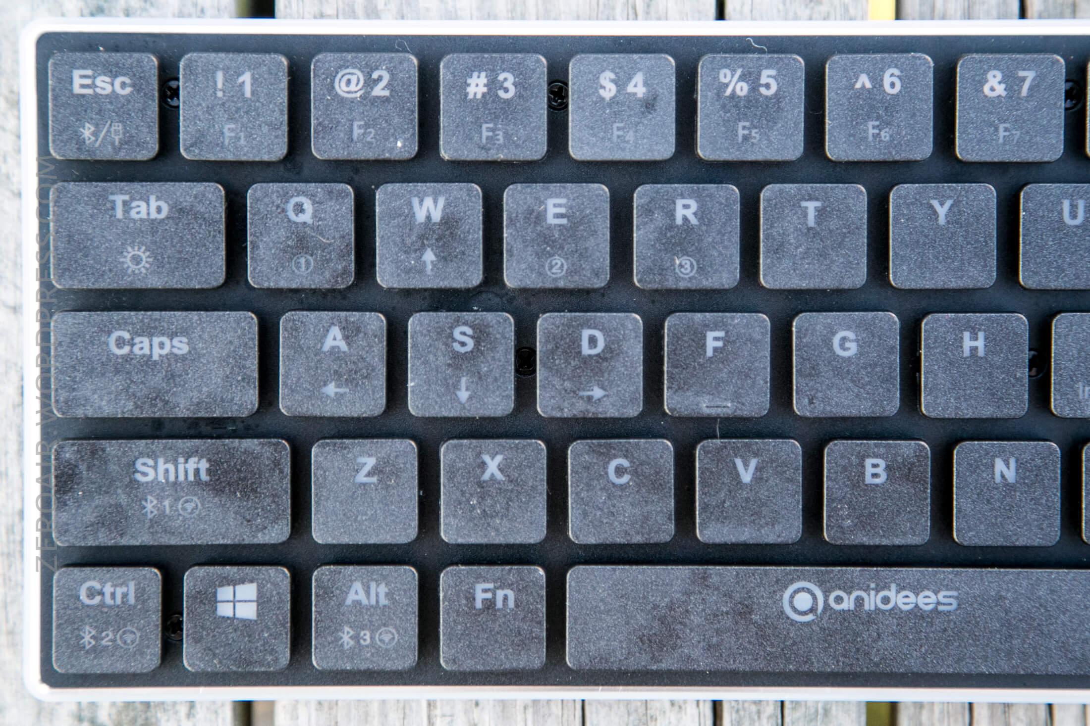 10_zeroair_reviews_anidees_prismatic_mechanical_keyboard.jpg