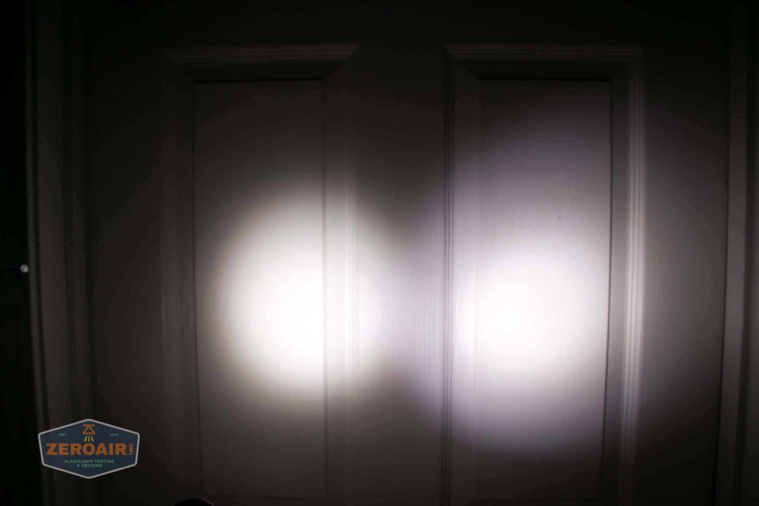 acebeam h17 nichia 18350 beamshot door low