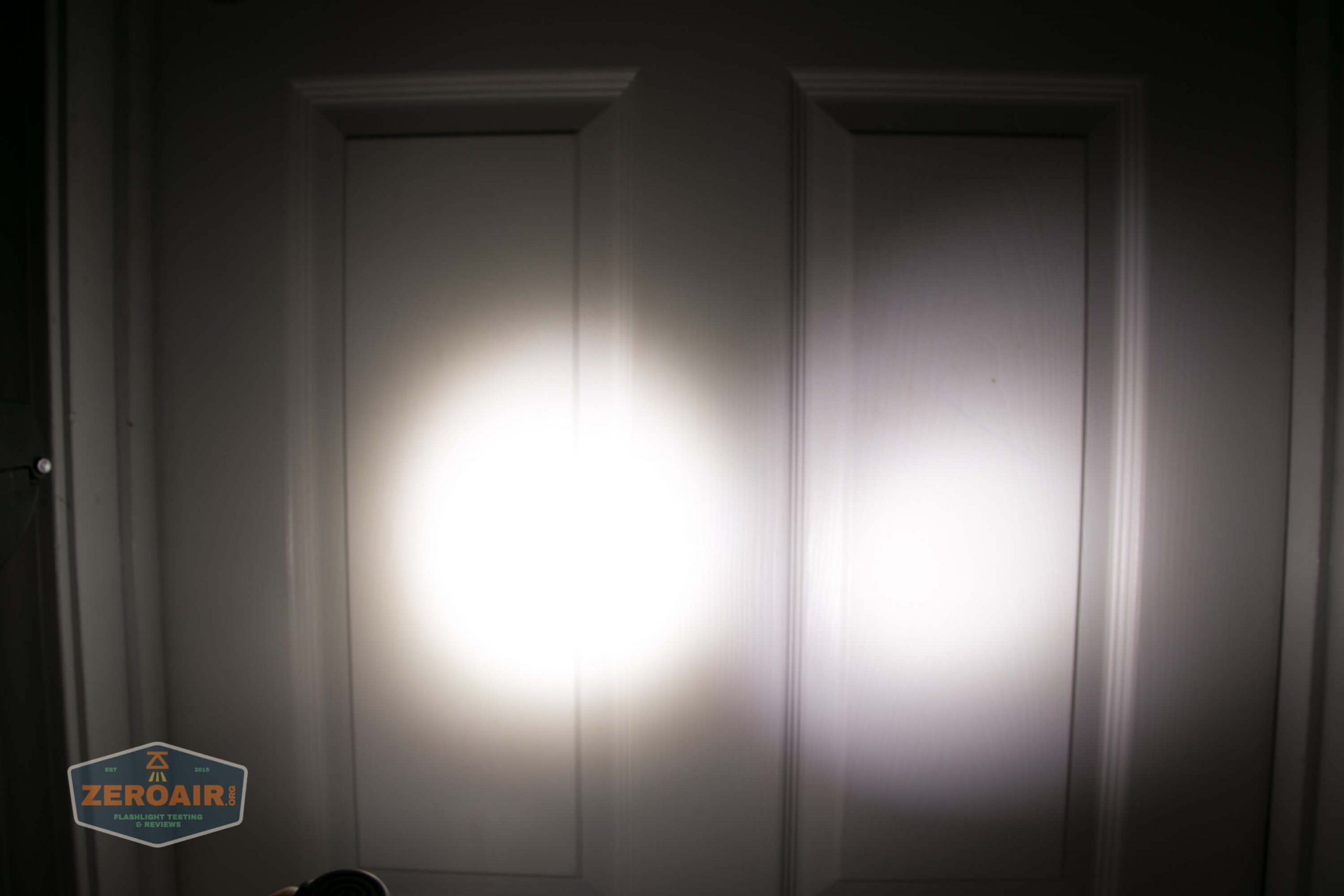 acebeam h17 nichia 18350 beamshot door medium1