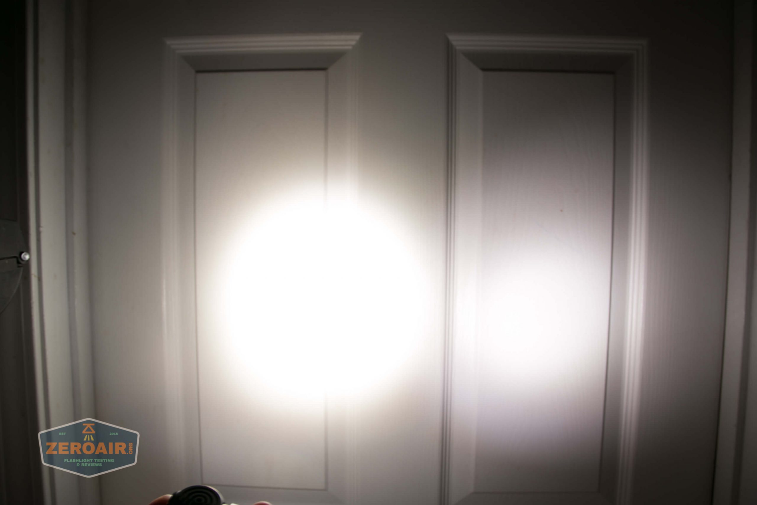 acebeam h17 nichia 18350 beamshot door medium2