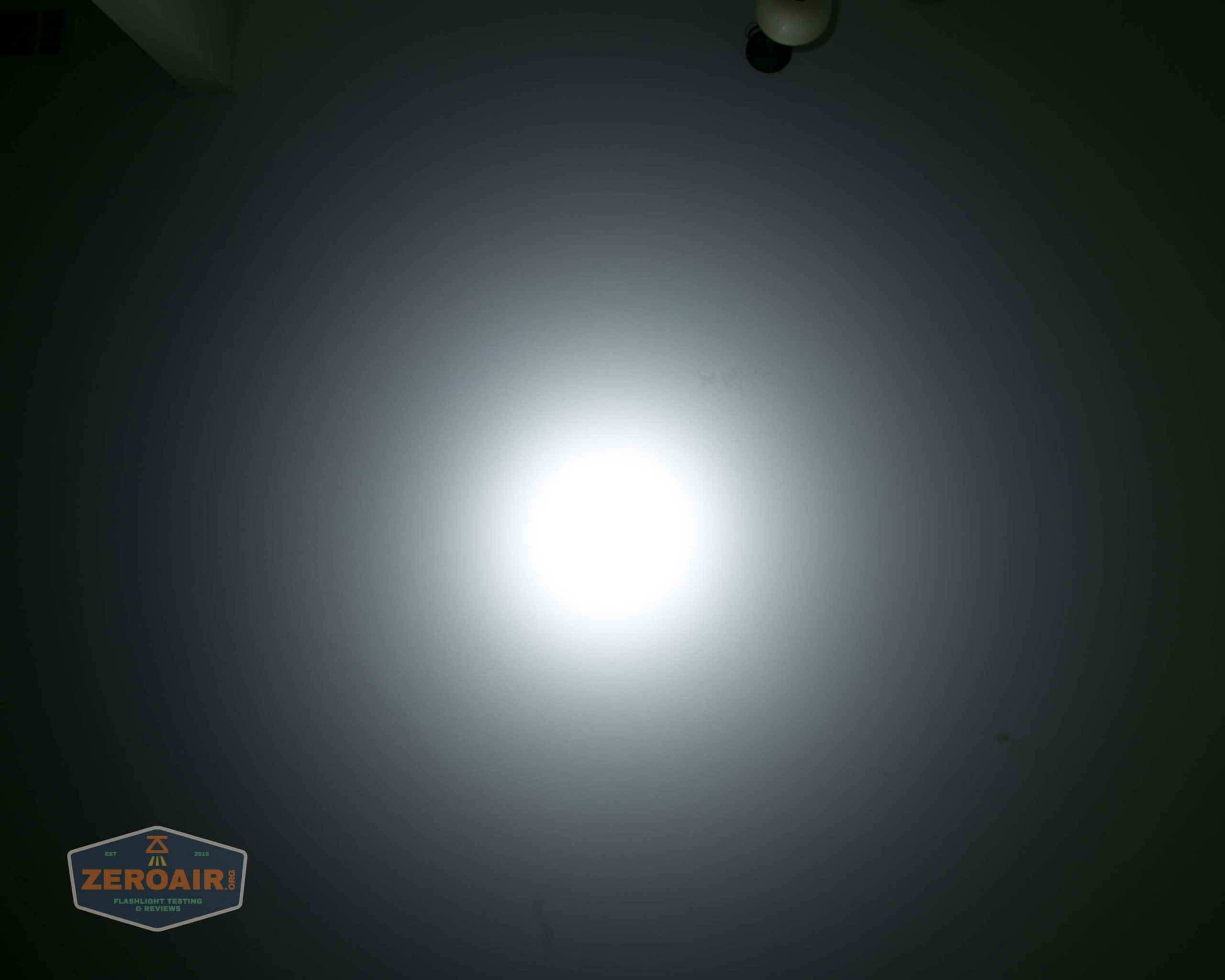 acebeam l17 osram white 18650 thrower ceiling beamshot