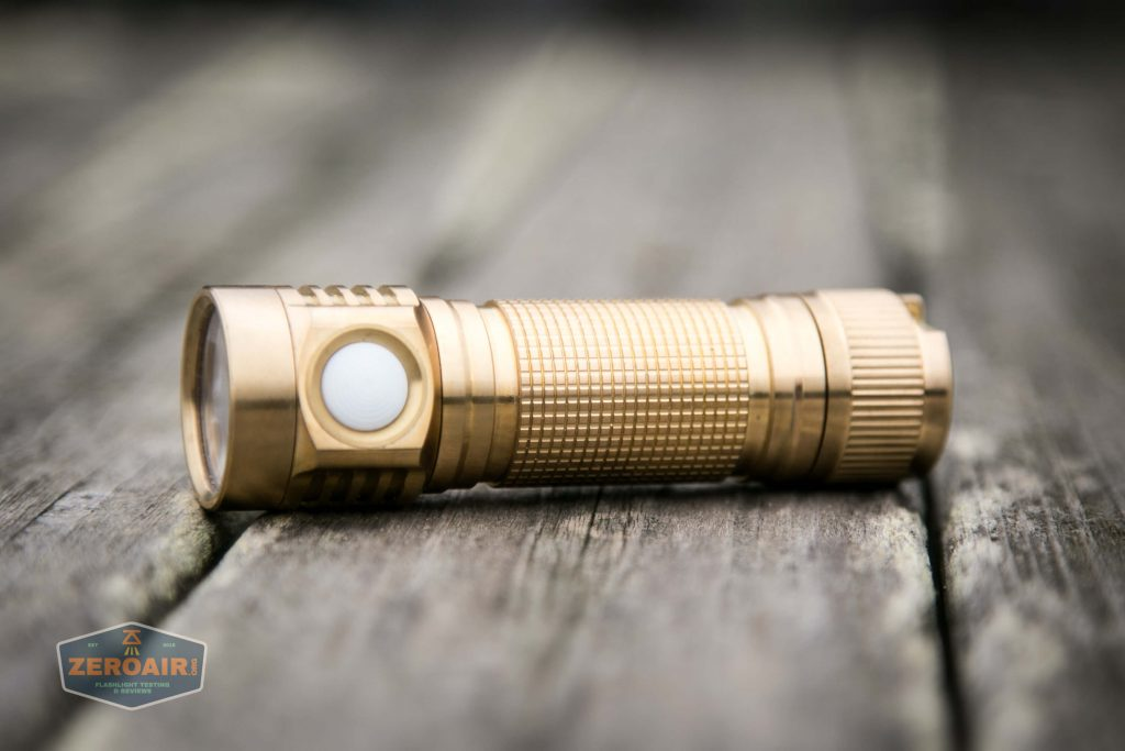 emisar d4v2 brass flashlight nichia e21a 4500K feature photo