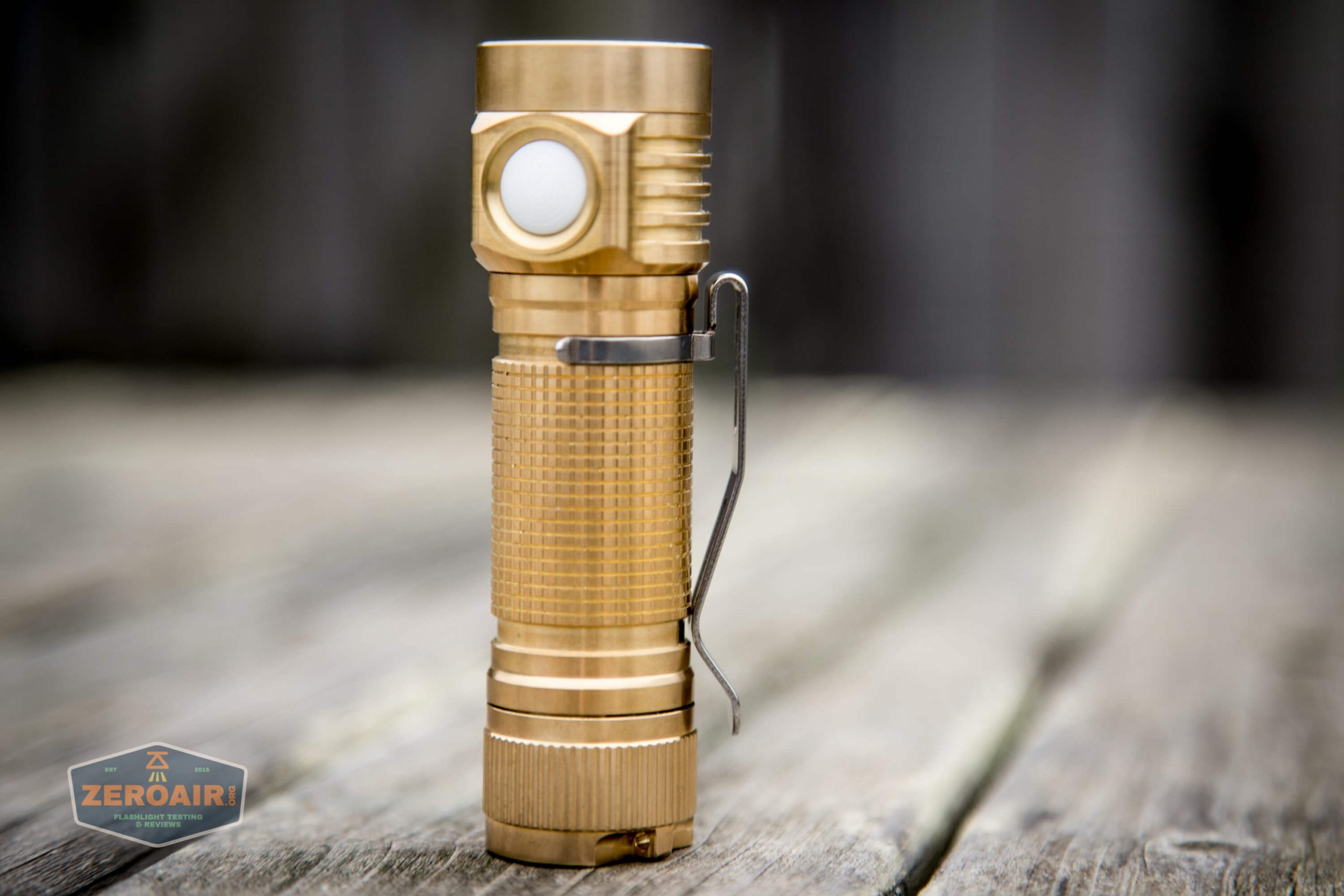 emisar d4v2 brass flashlight nichia e21a 4500K 18650 with pocket clip installed