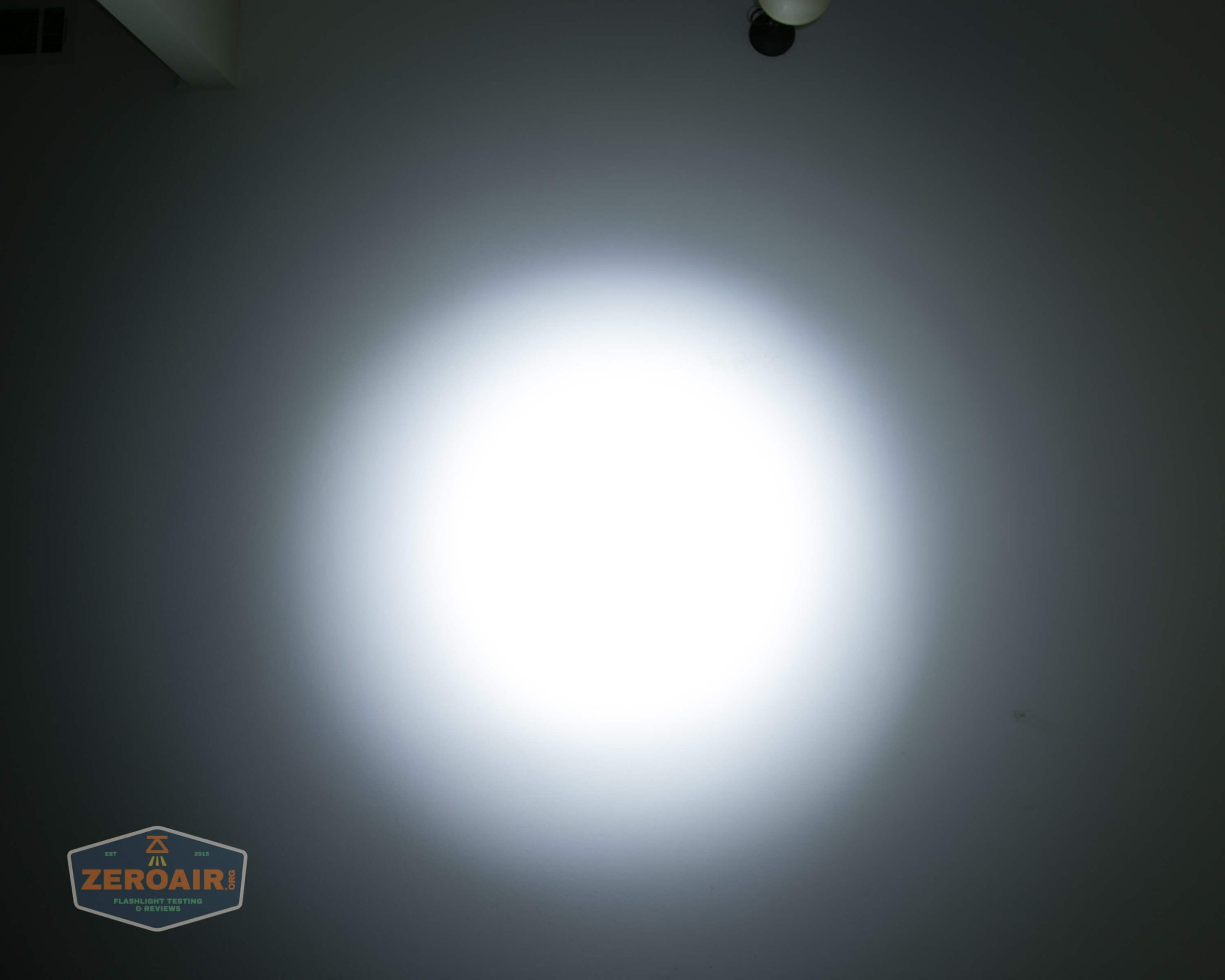 fireflylite e01 luminus sst-40 21700 beamshot ceiling 8