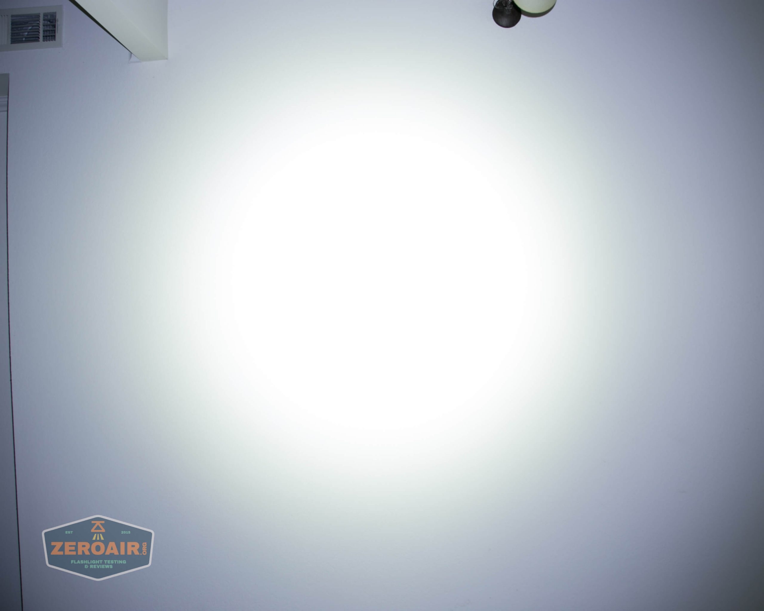 klarus g25 21700 cree xhp70.2 flashlight beamshot ceiling highest