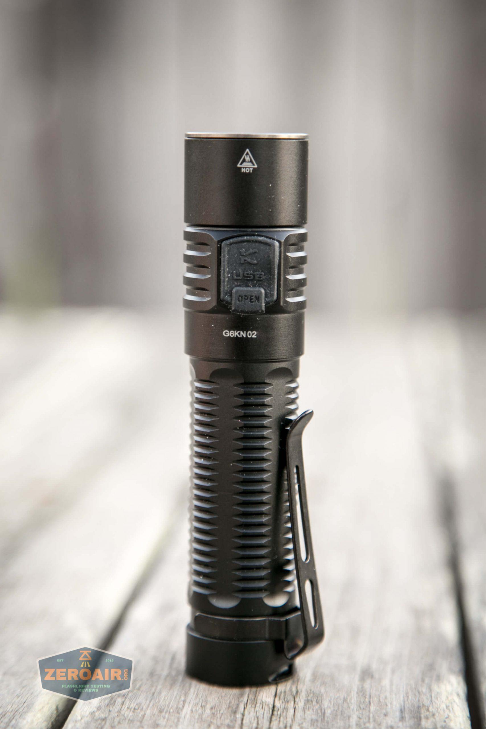 klarus g25 21700 cree xhp70.2 flashlight quarter shot