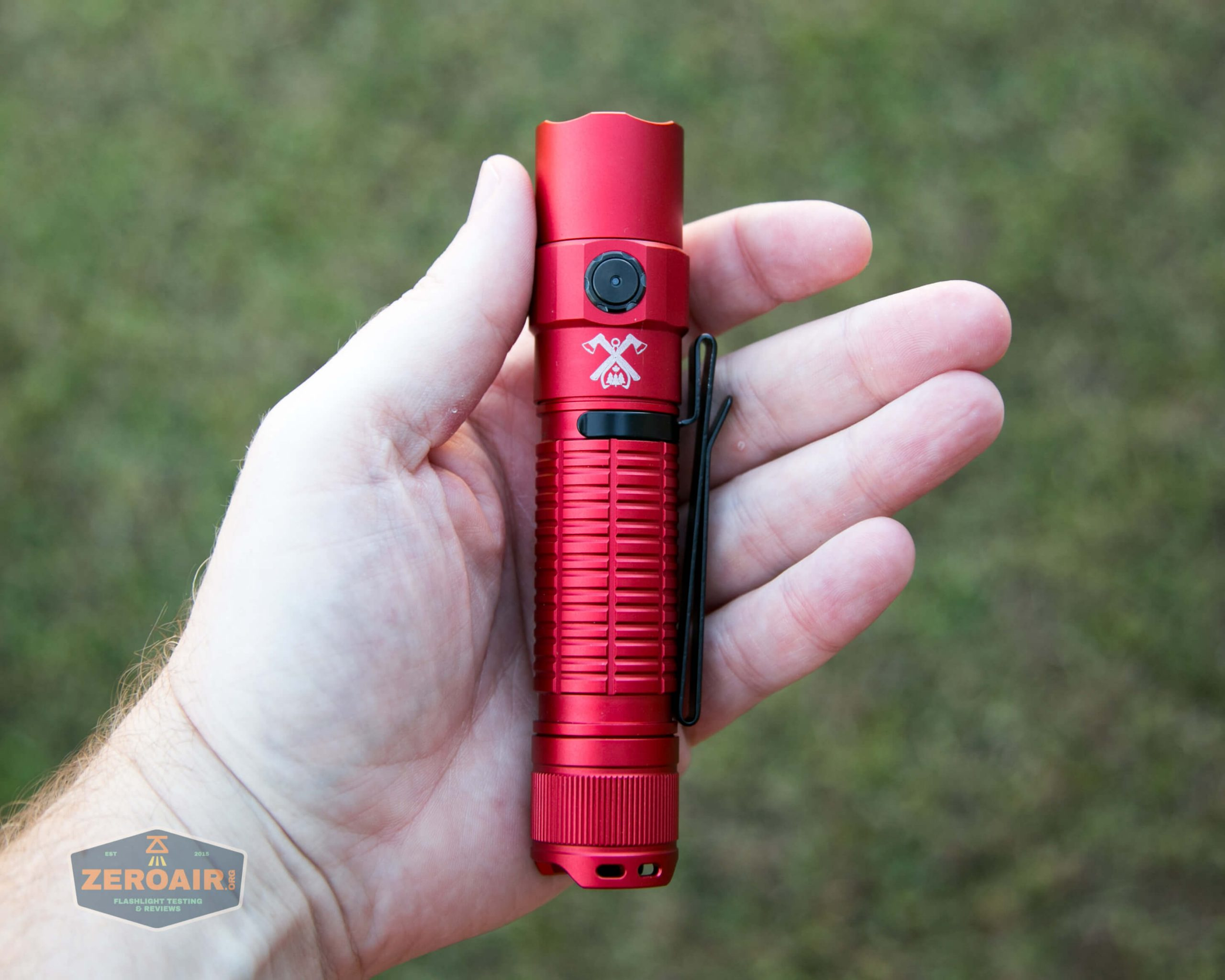 thrunite tt20 the outsider red 21700 flashlight in hand