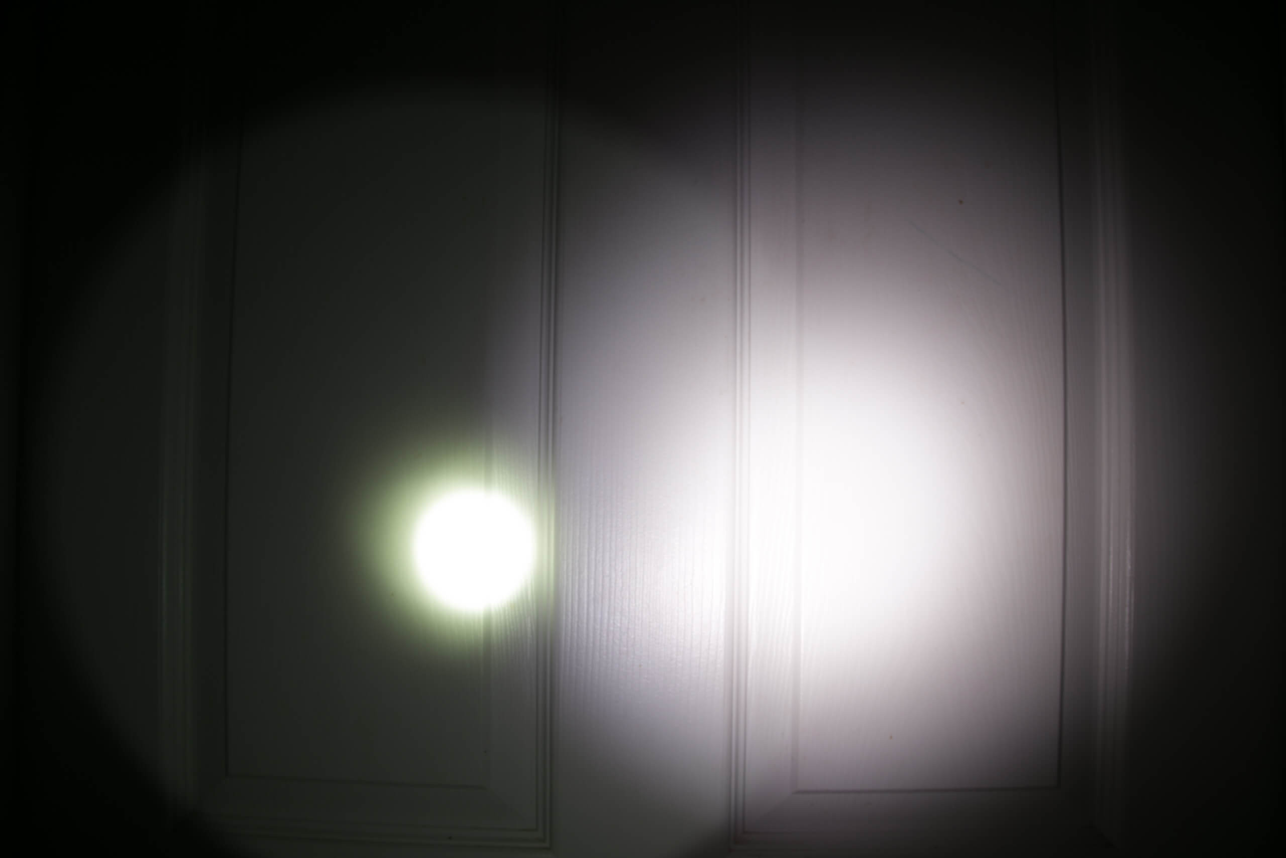 Imalent RT90 Luminus SBT-90.2 Flashlight beamshot door 1