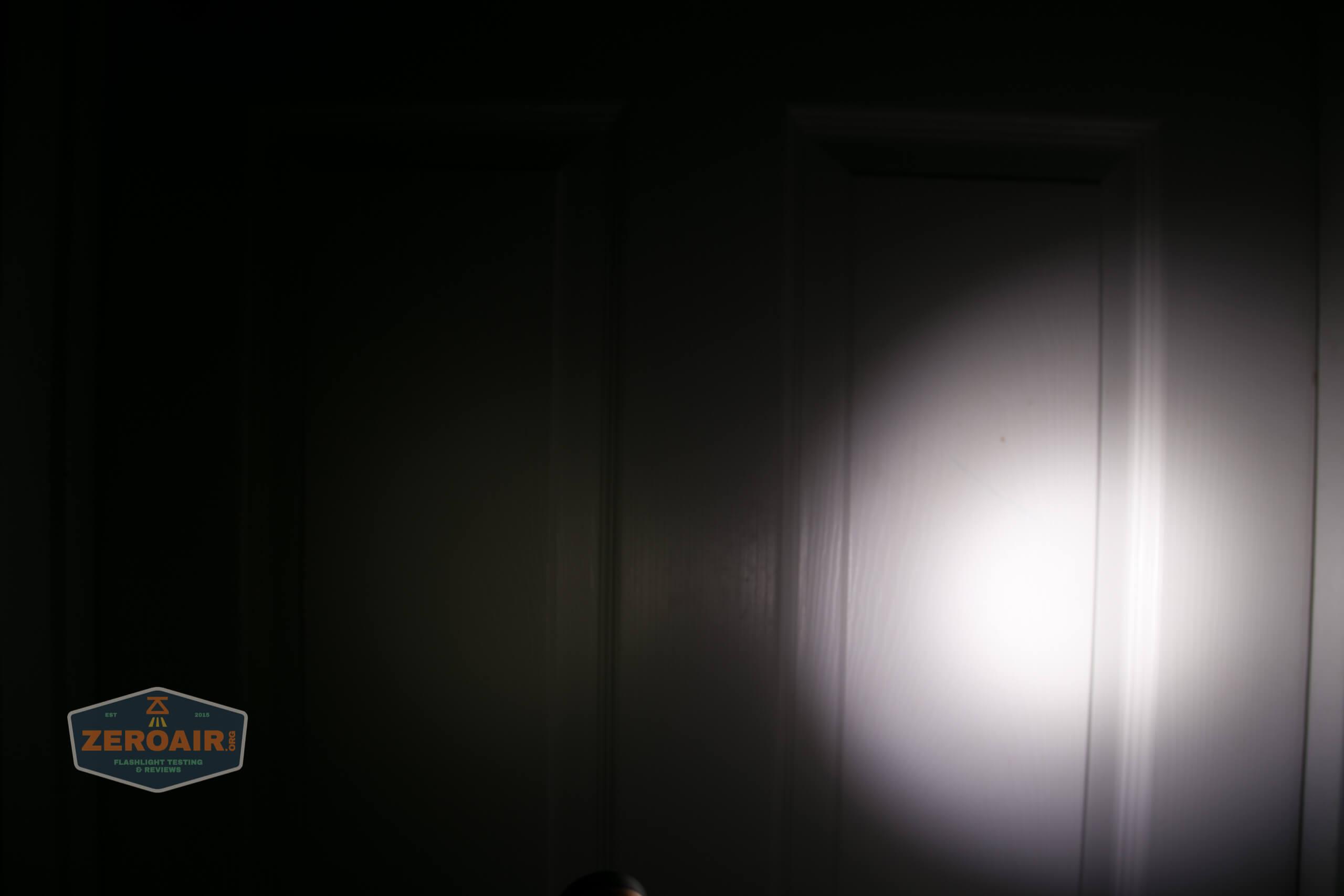 manker e14iii 18650 flood flashlight beamshot door 2