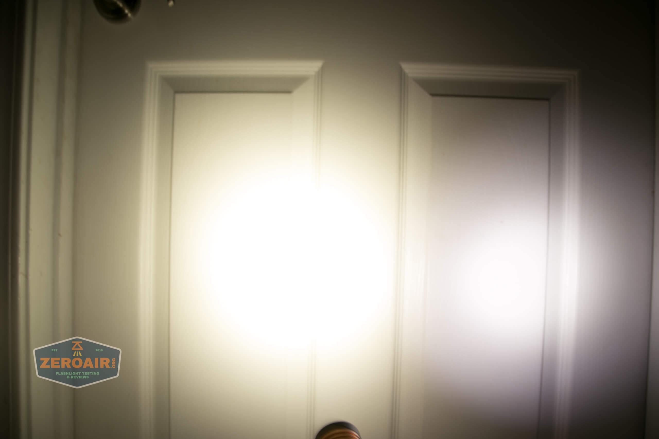 manker e14iii 18650 flood flashlight beamshot door 6