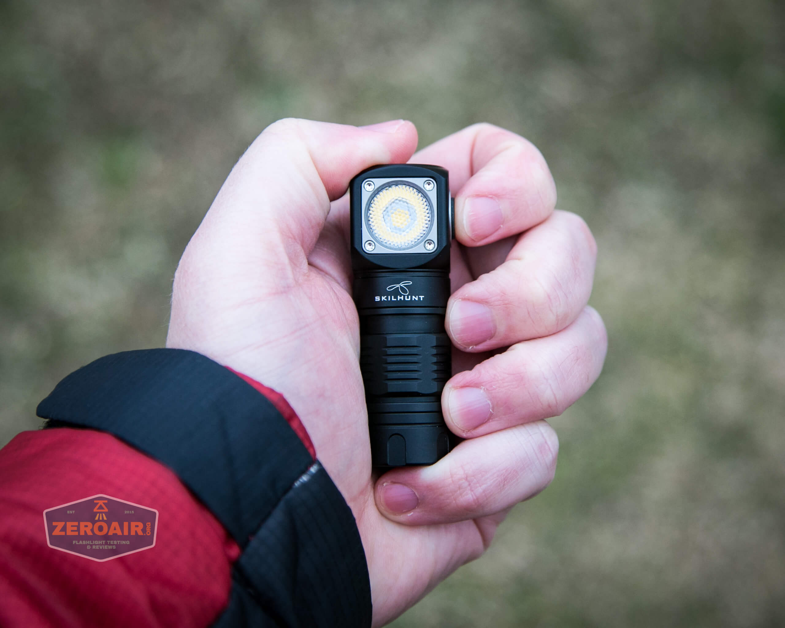 skilhunt h04 mini 18350 headlamp in hand