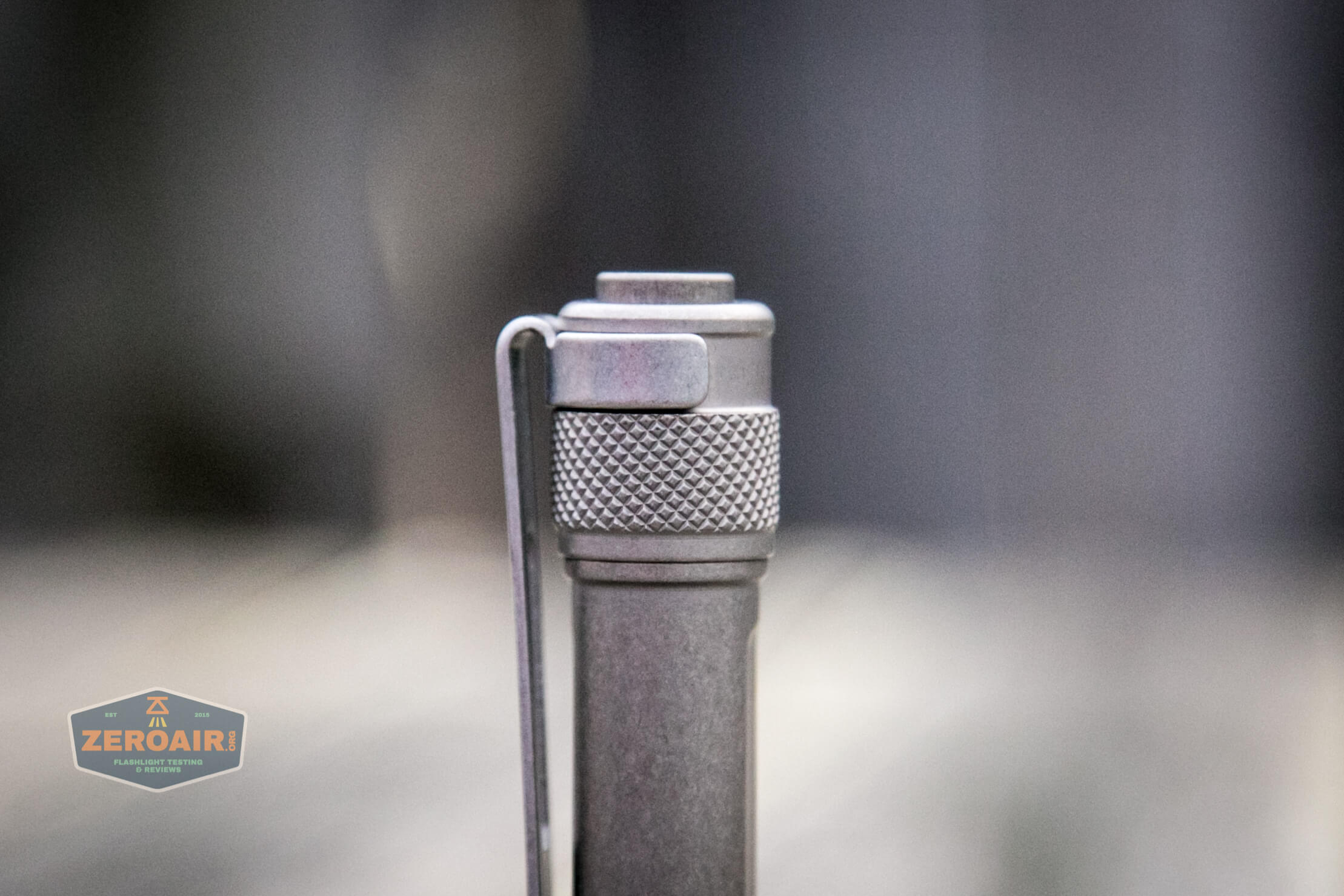 Seeknite SK03 friction fit pocket clip and knurling