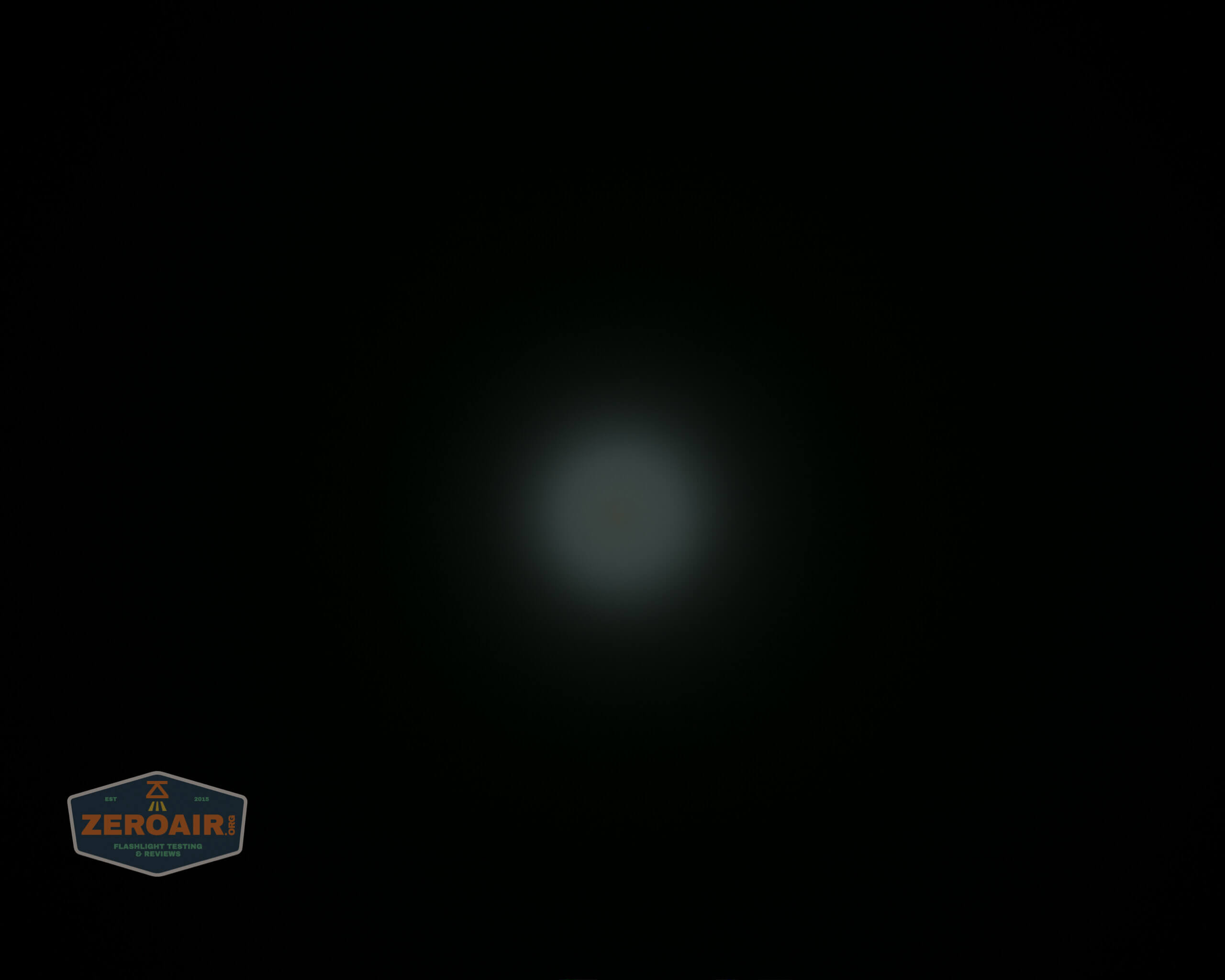 skilhunt m300 18650 flashlight beamshot ceiling 3