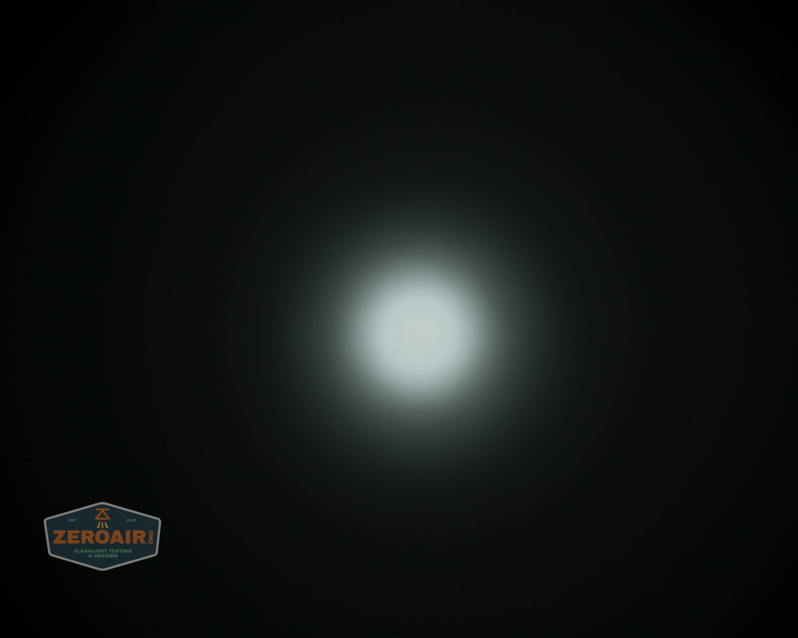 skilhunt m300 18650 flashlight beamshot ceiling 4