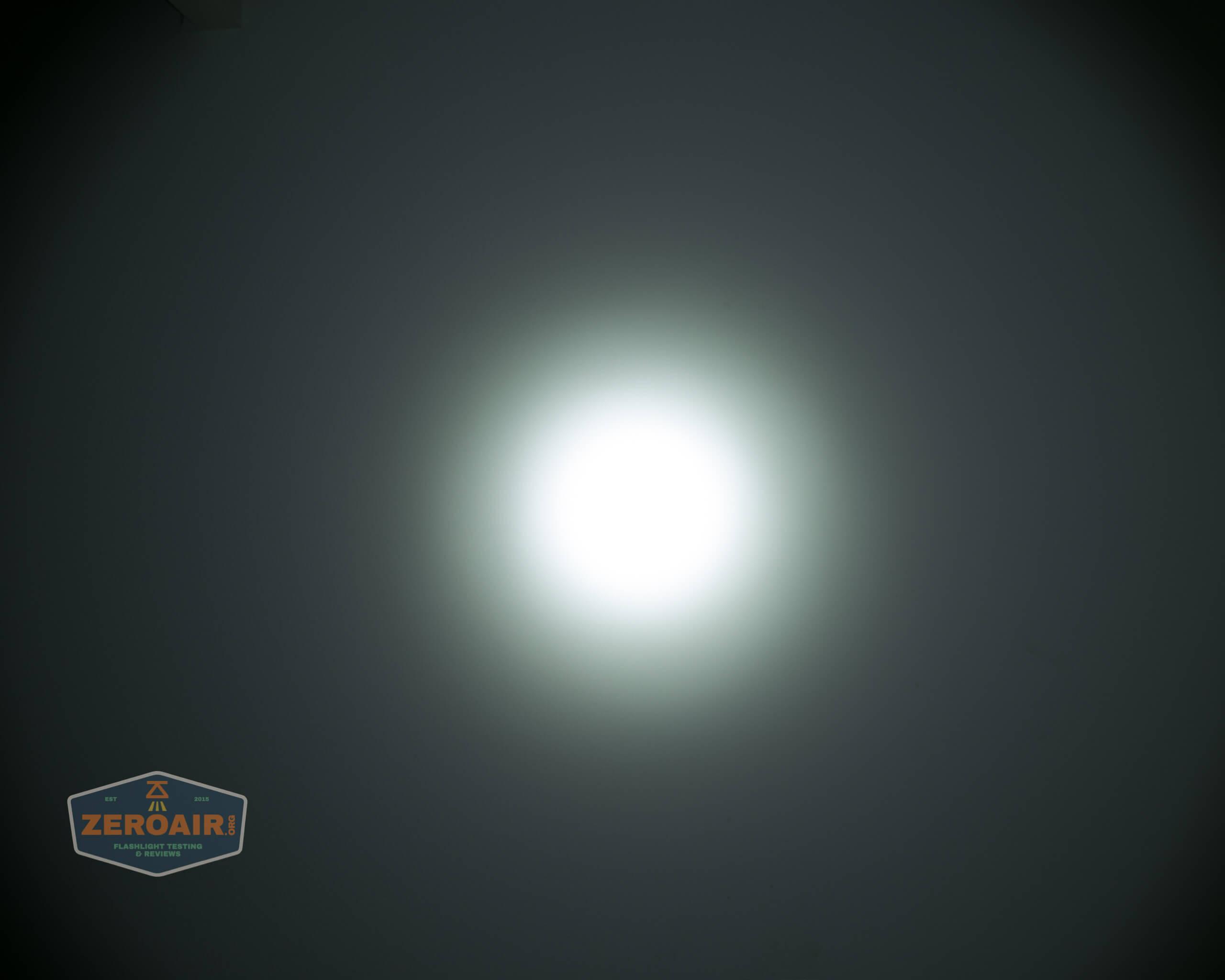skilhunt m300 18650 flashlight beamshot ceiling 6
