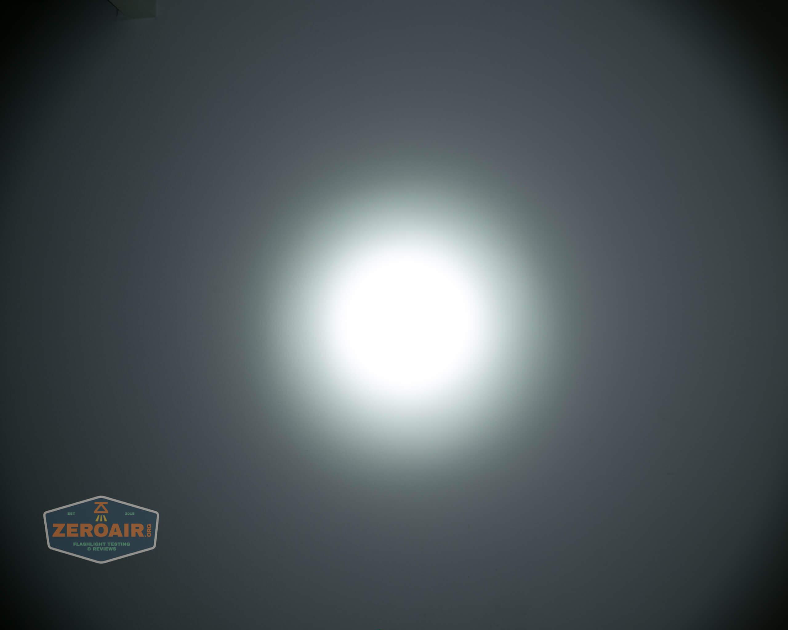 skilhunt m300 18650 flashlight beamshot ceiling 7