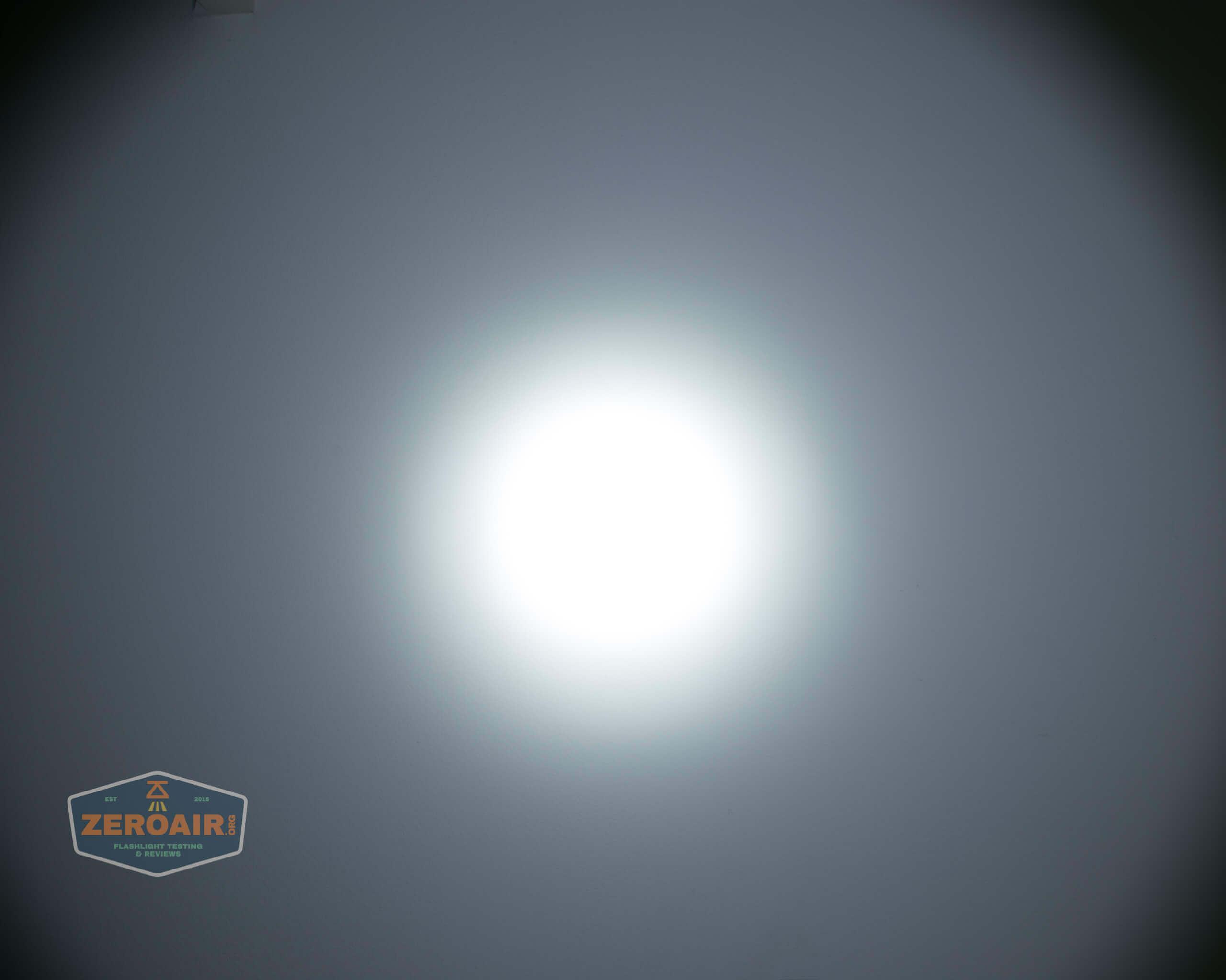 skilhunt m300 18650 flashlight beamshot ceiling 8