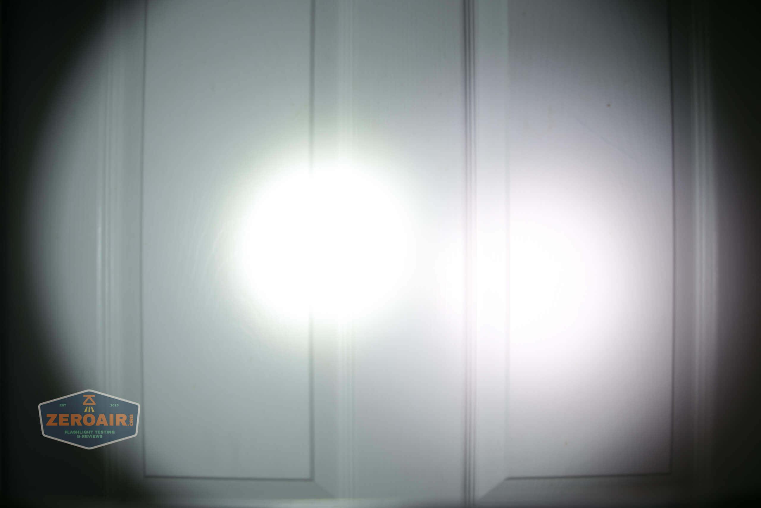 skilhunt m300 18650 flashlight beamshot door 4