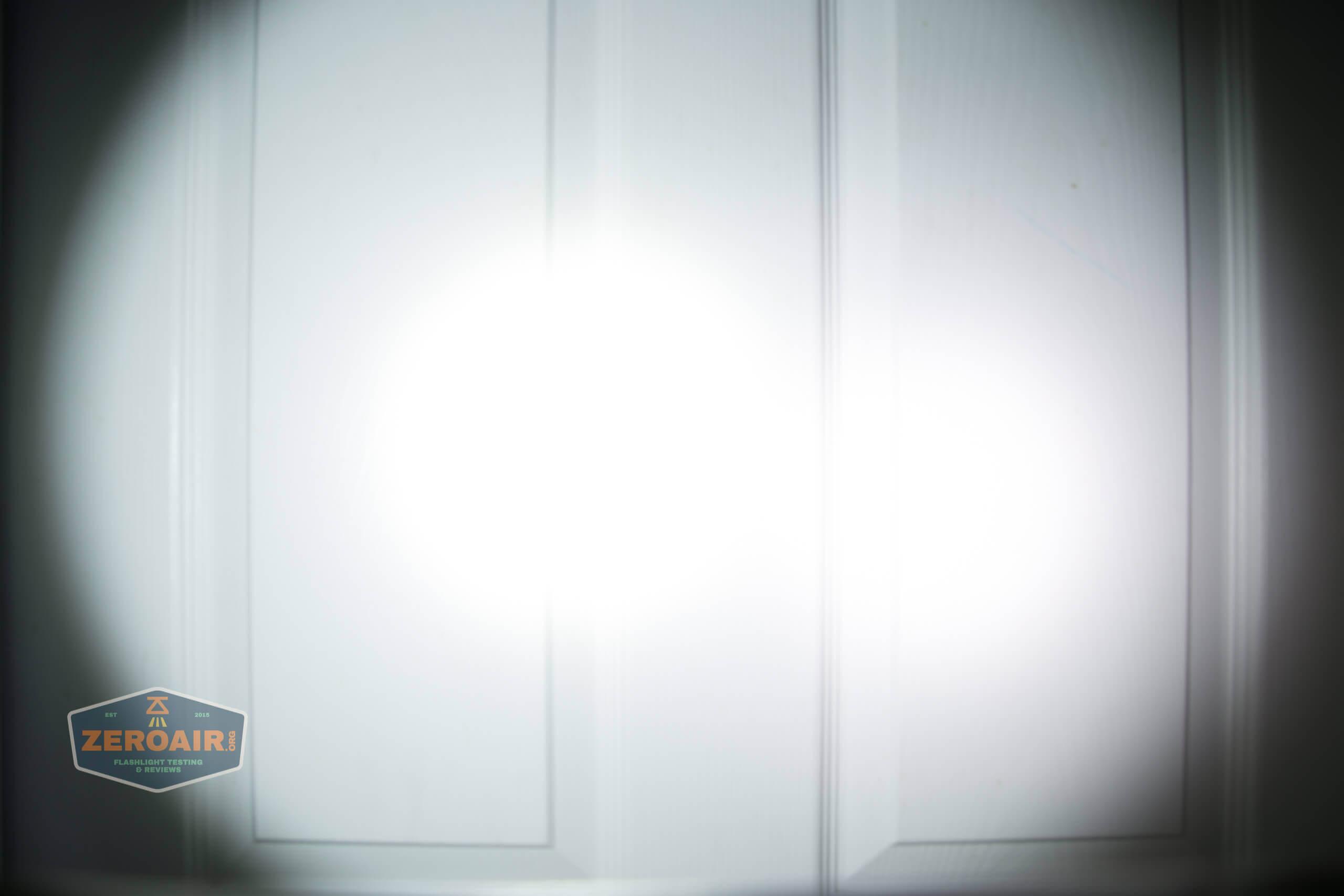 skilhunt m300 18650 flashlight beamshot door 5