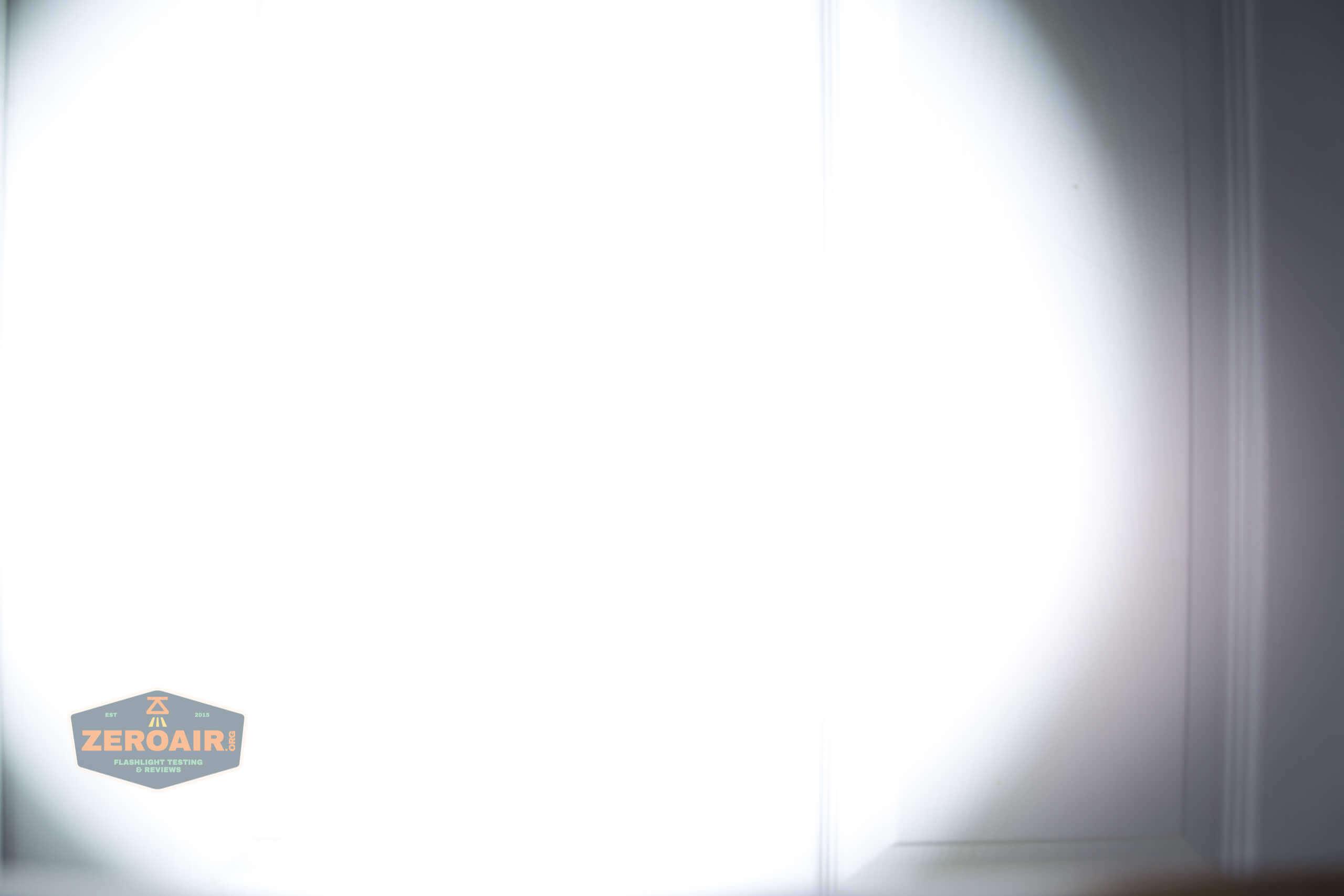 skilhunt m300 18650 flashlight beamshot door 8