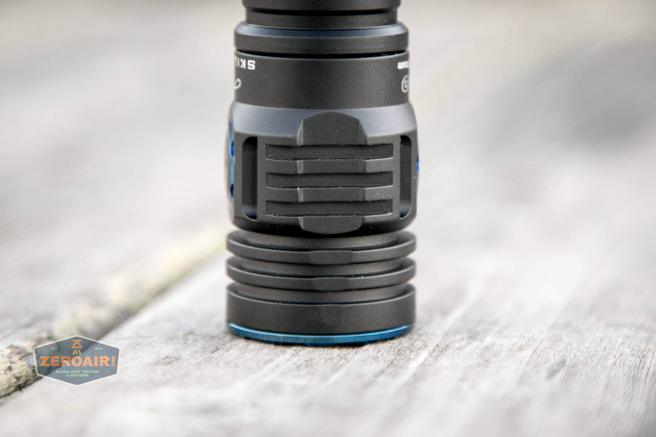 skilhunt m300 18650 flashlight headstanding