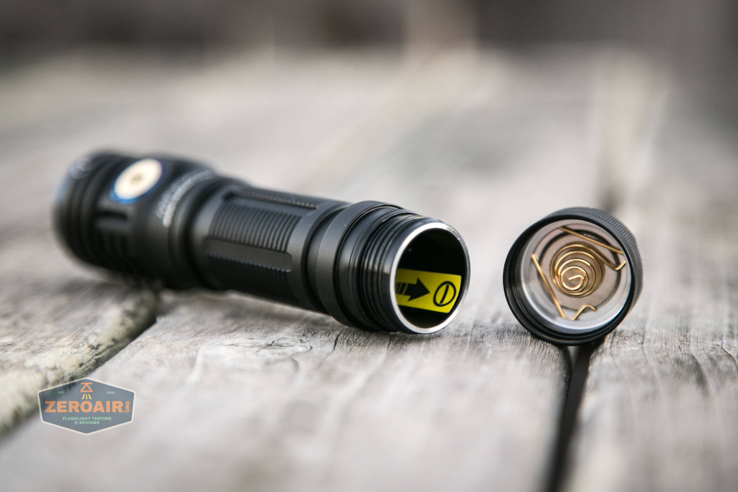 skilhunt m300 18650 flashlight tailcap off