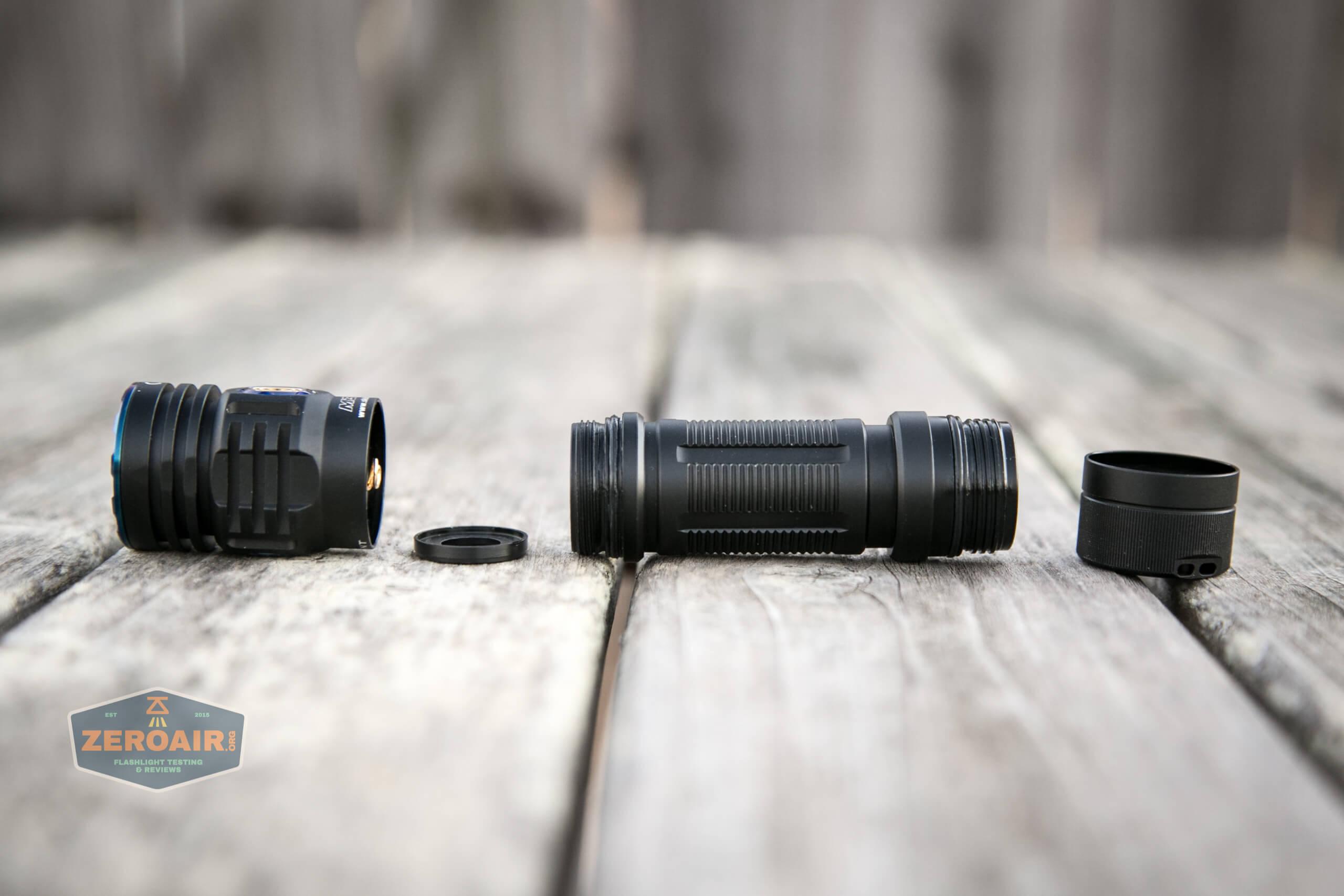 skilhunt m300 18650 flashlight disassembled