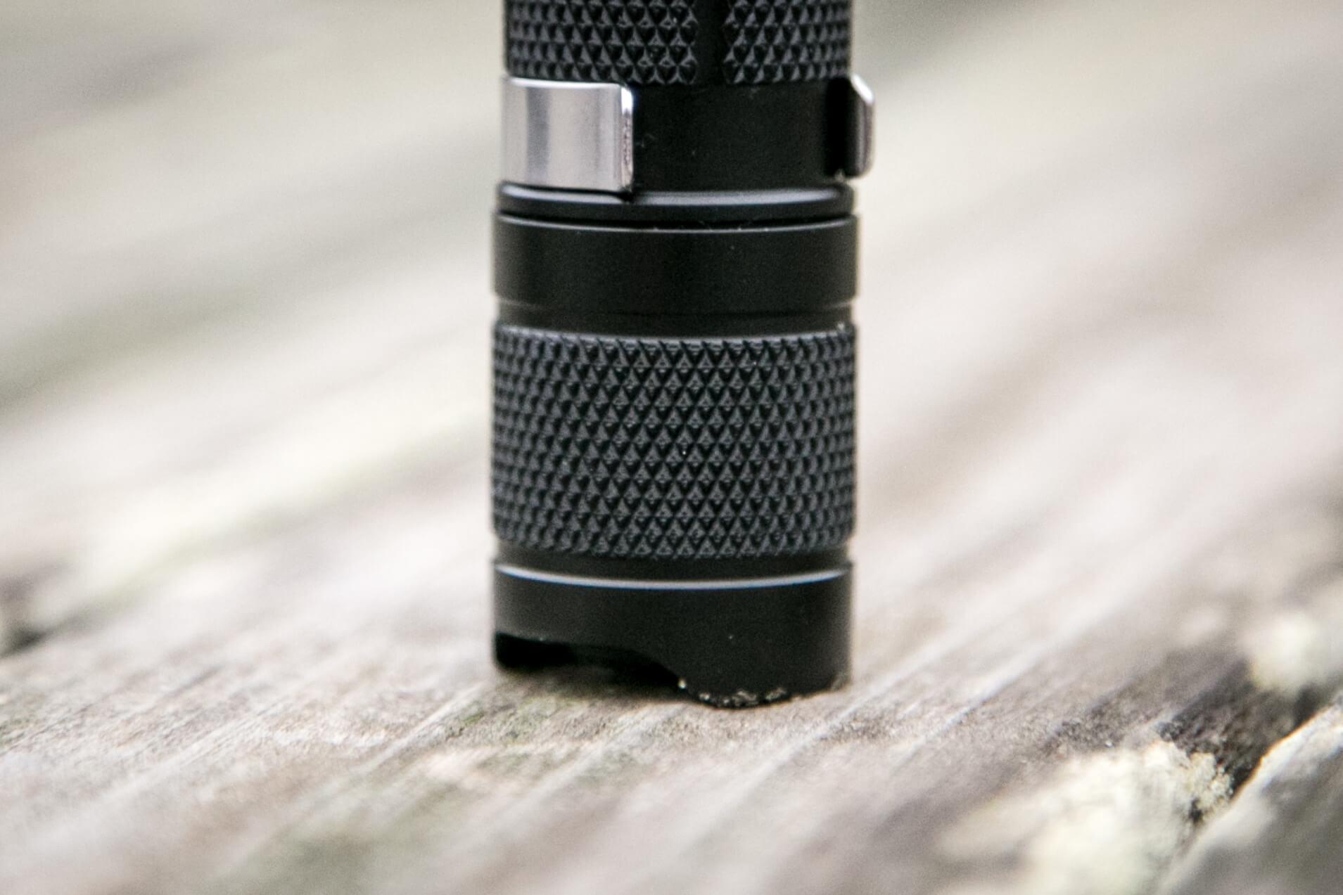 sofirn sp31uv ultraviolet 18650 flashlight tailcap knurling