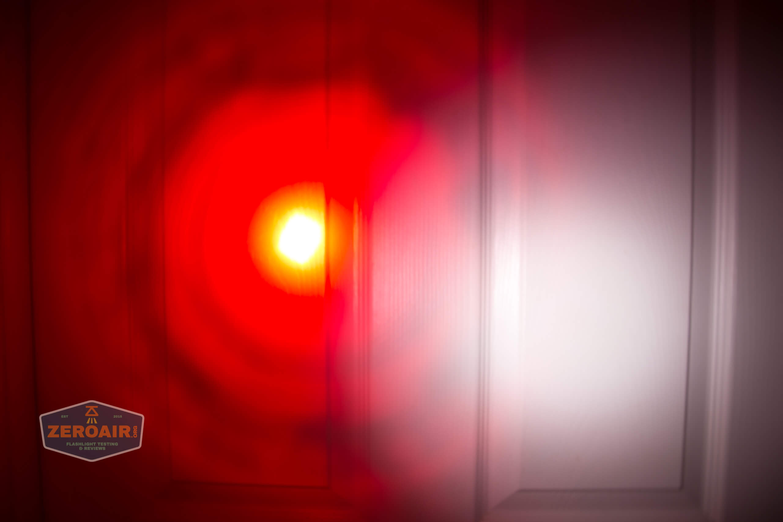 Brinyte T28 Artemis Zoomy beamshot door red 5