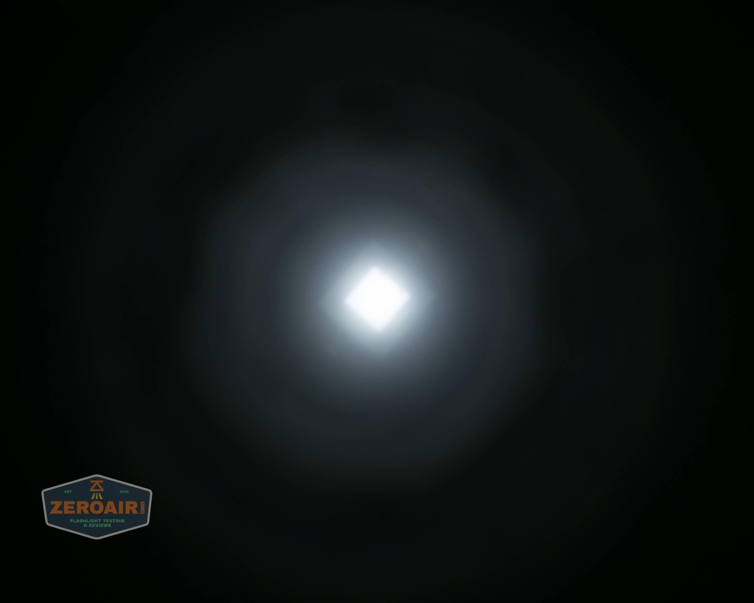 Brinyte T28 Artemis Zoomy beamshot ceiling white 5