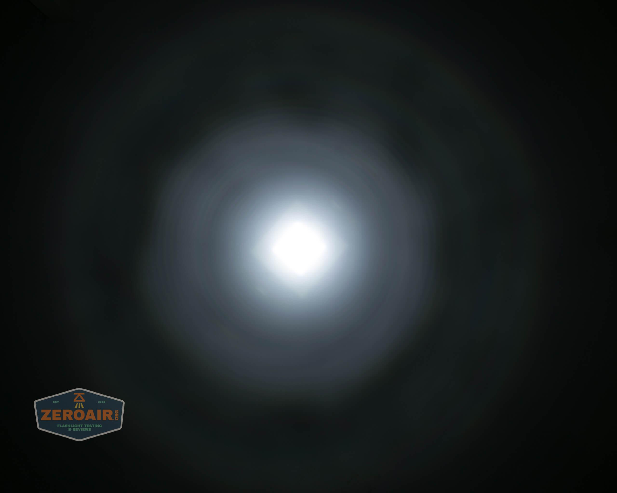 Brinyte T28 Artemis Zoomy beamshot ceiling white 6