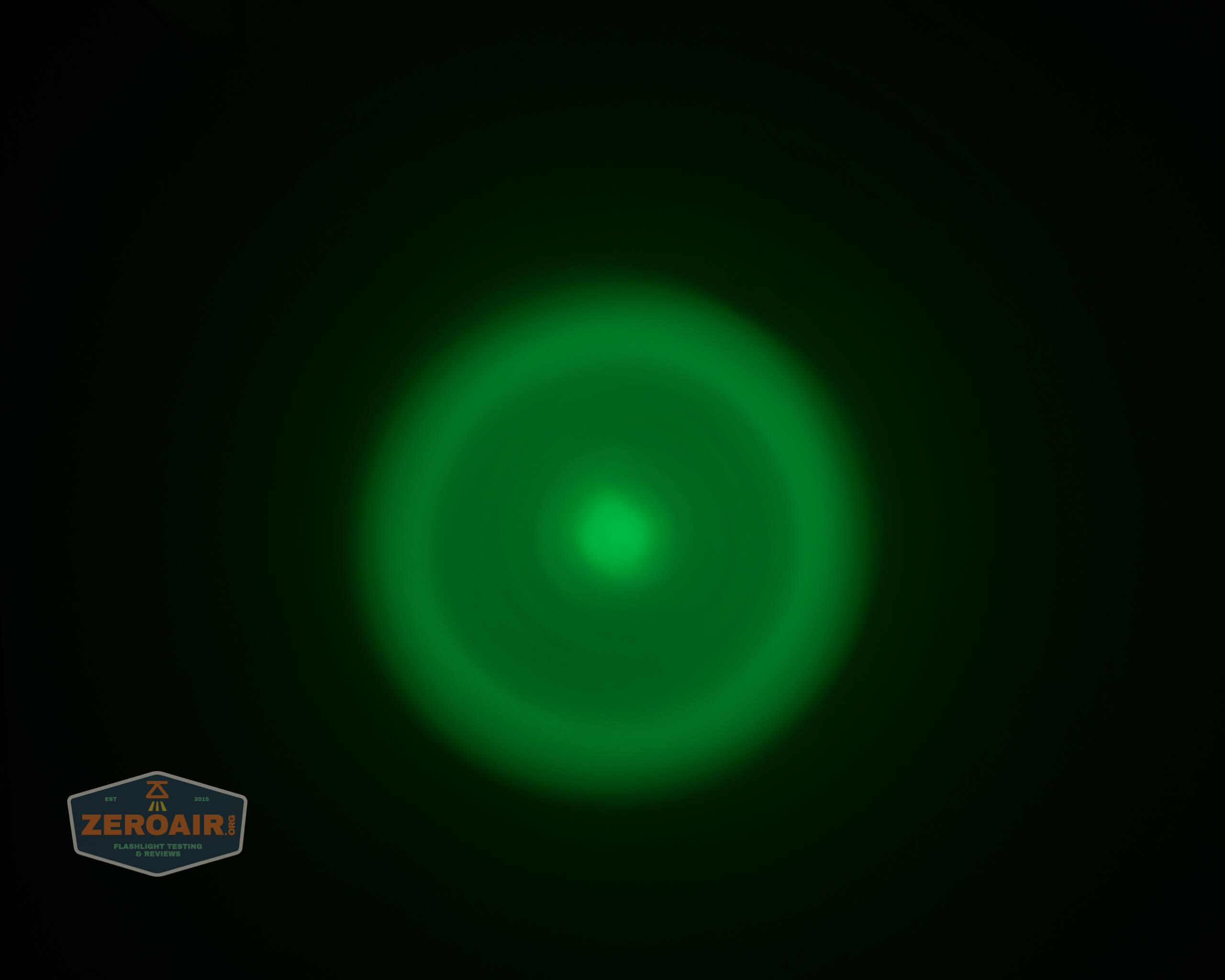 Brinyte T28 Artemis Zoomy beamshot ceiling green 3