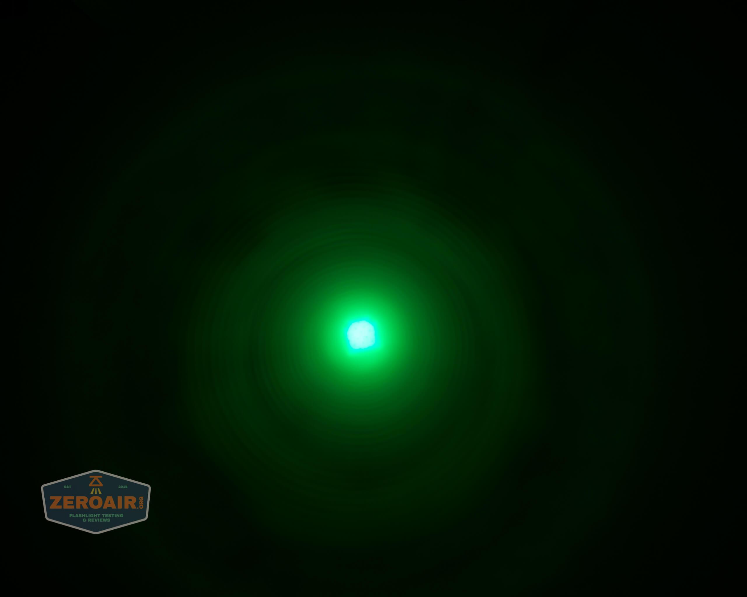 Brinyte T28 Artemis Zoomy beamshot ceiling green 6