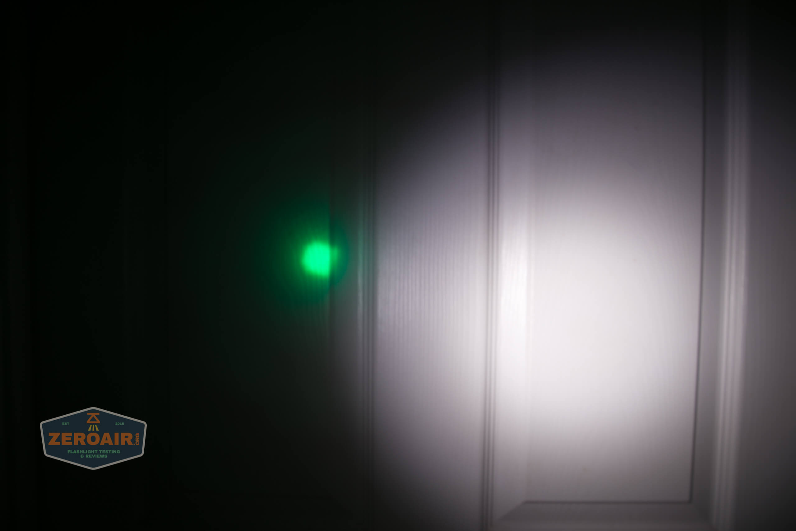 Brinyte T28 Artemis Zoomy beamshot door green 4