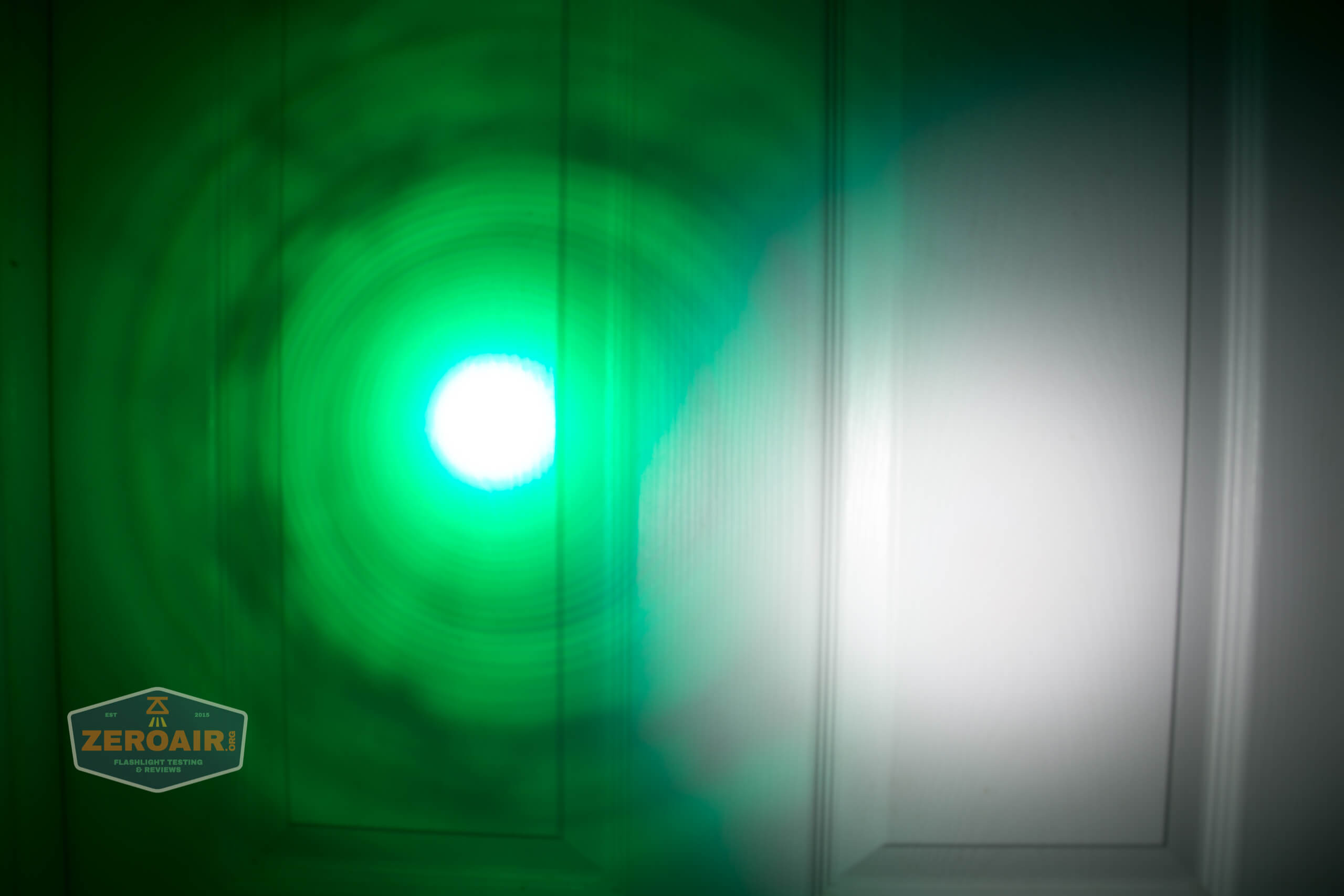 Brinyte T28 Artemis Zoomy beamshot door green 5