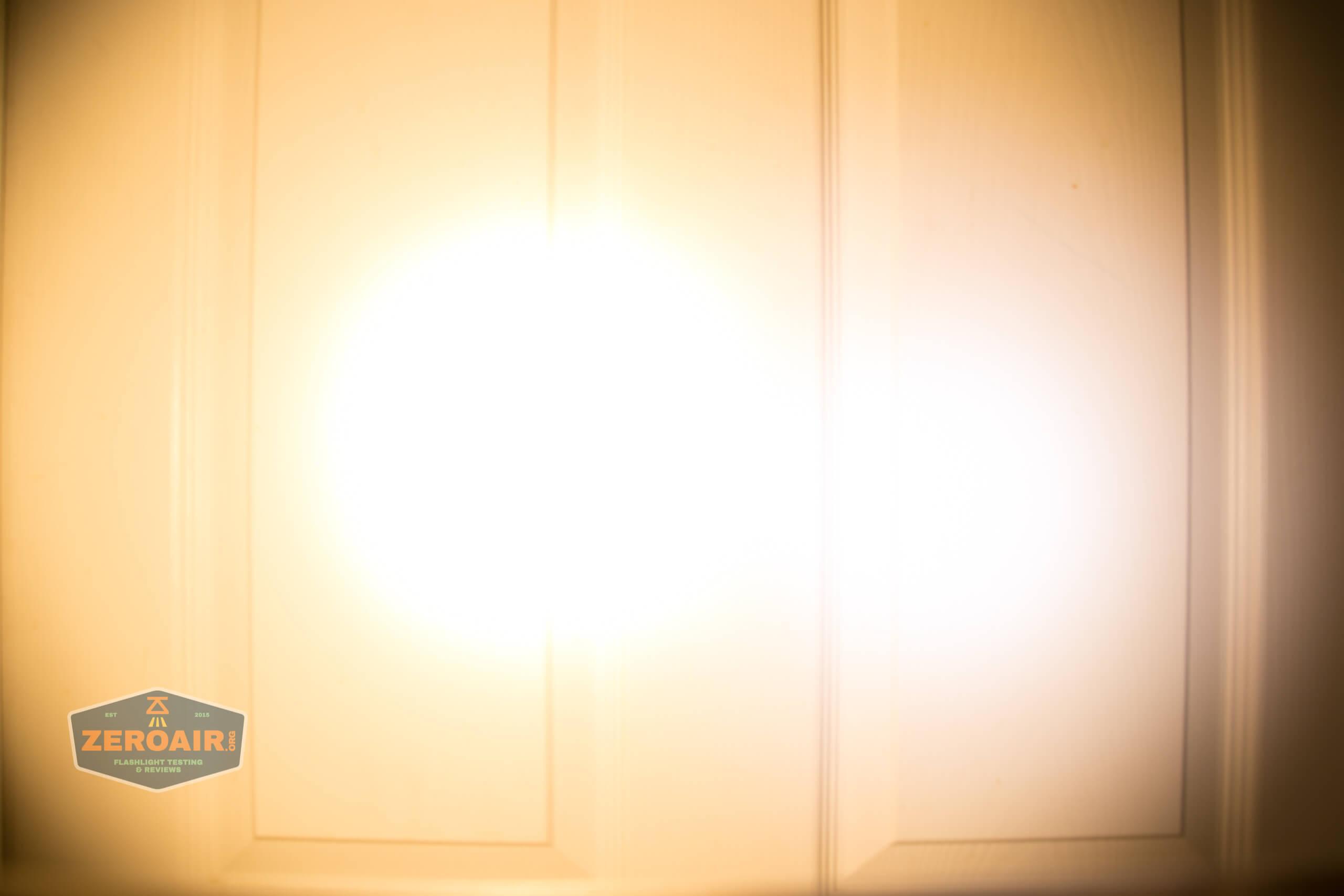wurkkos fc11 flashlight beamshot door 4