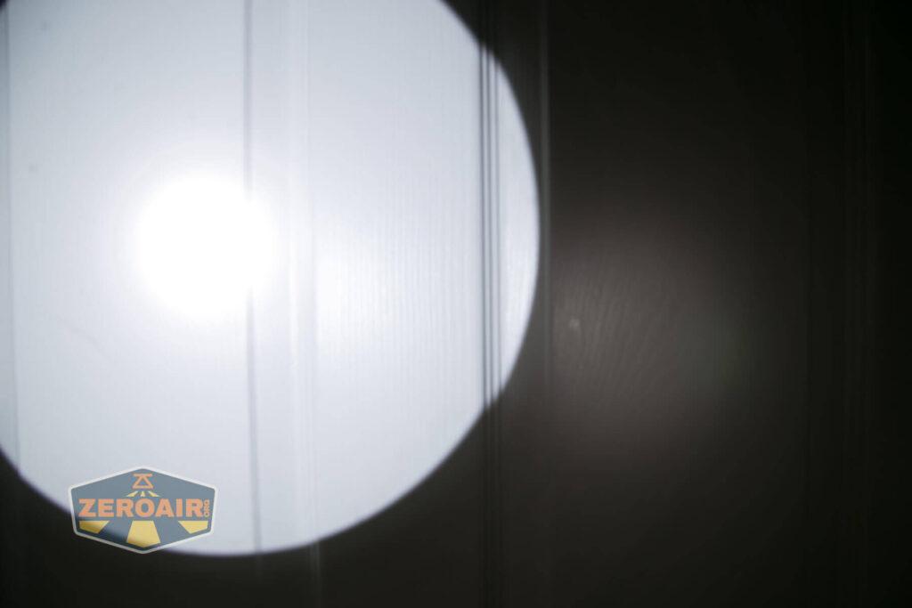 Noctigon K1 21700 Flashlight beamshot on door compared to nichia 219b